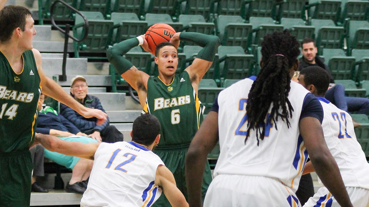 Photo of Basket Bears split against Winnipeg Wesmen
