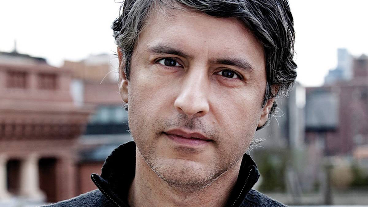 Reza Aslan mocks Islamophobia at EPL speaker series
