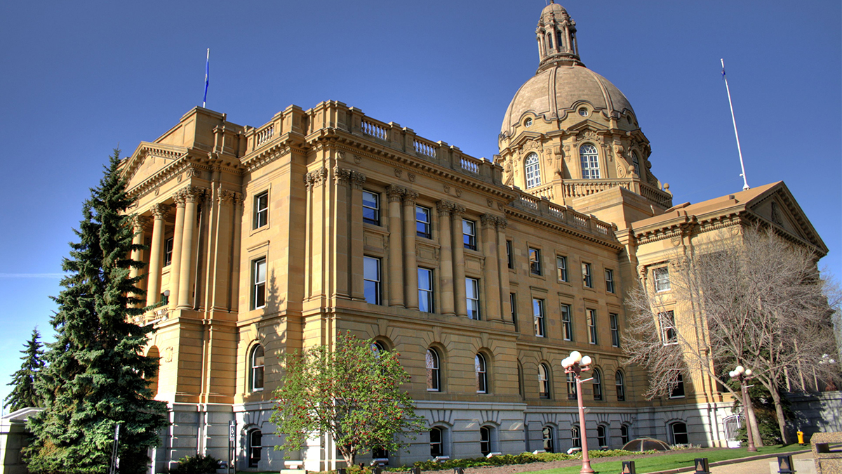 CP NewsAlert: Alberta tightens COVID restrictions; closes restaurants, casinos, gyms